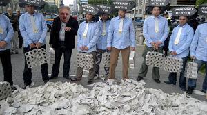 Minister Gowin i młotki: pikieta taksówkarzy