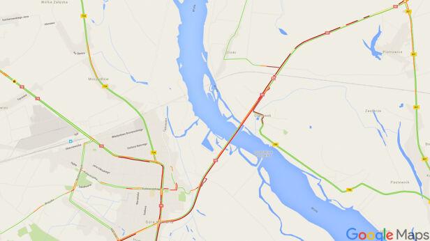Kolizja z udziałem trzech tirów Google Maps