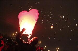 Tysiące lampionów na niebie