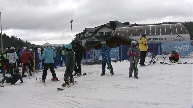 Naśnieżone stoki dla miłośników nart. <br />Czarna Góra zachęca masą atrakcji